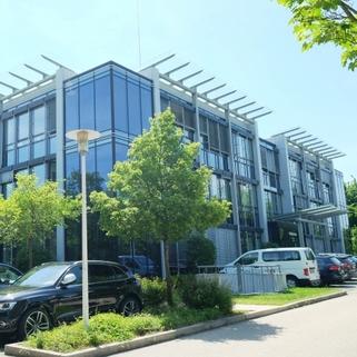 Außen3 Klassisches Bürogebäude ... Perfekte Büros mit guter Verkehrsanbindung