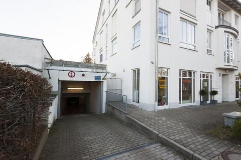 Vorderansicht mit TG-Einfahrt Moderne und helle Gewerbefläche in Pasing