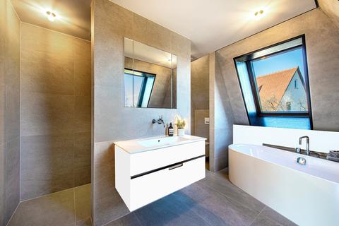 Badezimmer (Teilillustration) Erstbezug: Penthouse mit Design-Interieur und Rooftop-Terrasse