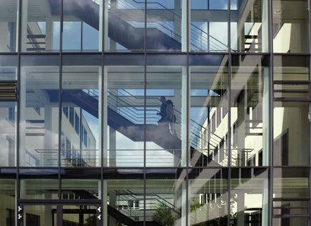 Gebäudedetail Repräsentative Immobilie und voll ausgestattete Büros mit Service