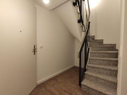 interne Treppe Erstbezug: Erdgeschosswohnung mit EBK, Hobbyraum und Garten! !