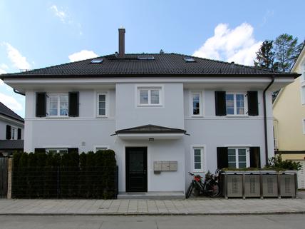 Ansicht / Strasse Helle, neuwertige 3-Zimmer-Wohnung mit Balkon in ruhiger Lage von Harlaching