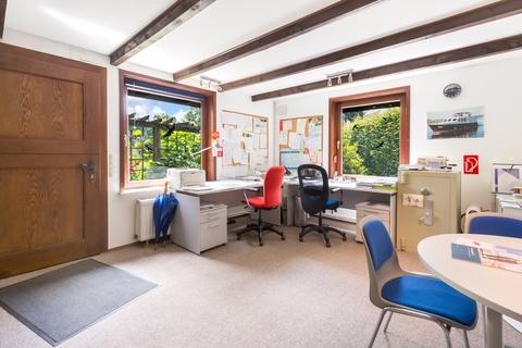 Holzspeicher - Büro Gepflegtes Fachwerkanwesen mit Privatsee und Nebengebäuden