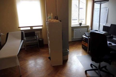 Behandlungsraum (2.OG) Helle Praxis- od. Büroräume im Zentrum, 290m² Nutzfl. über 2 Etagen, Dachterrasse, ab 1.1.2022 frei!