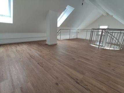 Galerie Erstbezug: Dachterrassenwohnung mit Galerie und exkl. Marken-Einbauküche!
