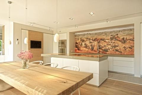 Küche Lichtdurchflutetes zeitlos modernes Einfamilienhaus mit natürlich angelegtem Felsenpool ruhige Lage