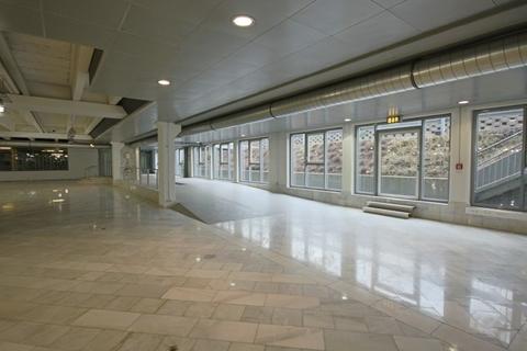 Einfahrt Große Verkaufs- und Ausstellungsfläche im mittleren Zillertal