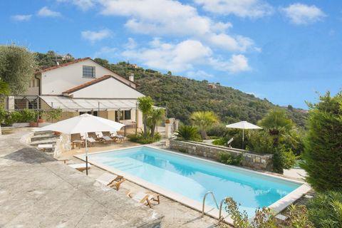 6V32 Luxuriöse Villa mit herrlichem Meerblick