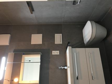 Beispiel Badausstattung Erstbezug: 3-Zi-Wohnung 1. OG, Balkon + exkl. Marken-Einbauküche!