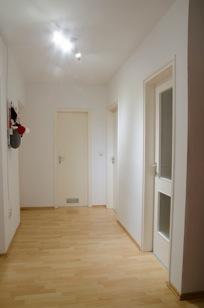Flur Ideal geschnittene 3-Zimmer-Wohnung in ruhiger, grüner Lage nahe Lerchenauer See