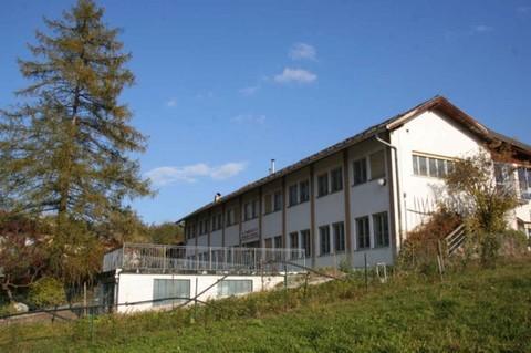 PI0345_mvc-001f.jpg Dreistöckiges Gebäude