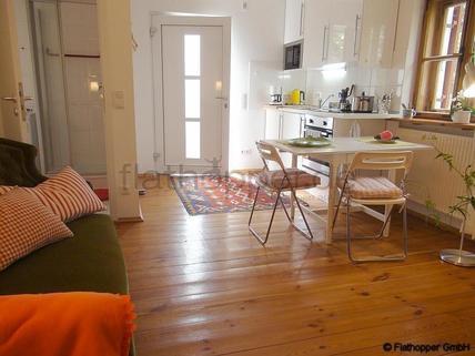 Bild 1 FLATHOPPER.de - Charmante, neu renovierte und ruhige 2-Zimmer- Wohnung mit Sonnenterrasse im Vorgar