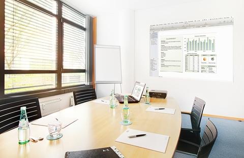 Besprechungsraum Repräsentatives Bürogebäude in der Leopoldstraße, Büroräume von 14 m² bis 10800 m²