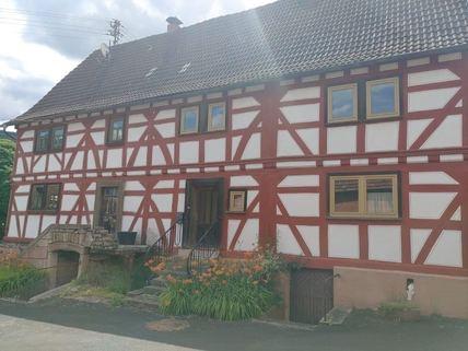 Komplettes Doppelhaus Ein Haus, das Geschichte erzählen kann
