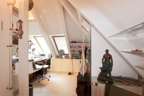 Studio im DG Reserviert: Familienglück - Modernes Quattrohaus mit schön angelegtem Garten in bester, ruhiger Lage Harlaching