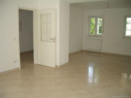 Wohn-Esszimmer Haus im Haus mit Altbaucharme und Gartenanteil - komplett renoviert - schöne Lage / Menterschwaige
