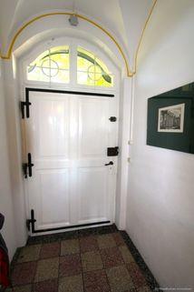 Eingang Absolute Rarität-Charmante denkmalgeschützte Villa in schöner Lage am Westufer des Starnberger Sees