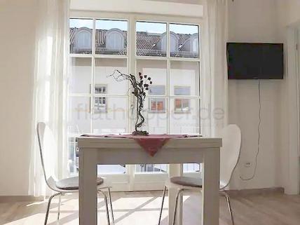 Bild 1 FLATHOPPER.de - Gemütliche 2-Zimmer-Wohnung mit Balkon in Bad Aibling