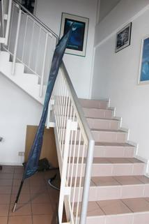Treppenaufgang HEGERICH: Großzügige Ladenfläche auf zwei Stockwerken - Beim Fürther Südstadtpark!