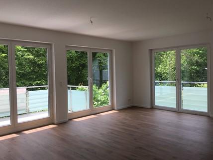 Bild 12 Mit Blick in den Park: Helle 3-Zi-Wohnung im 1.OG mit EBK, 2 Bäder und 2 große Balkone!