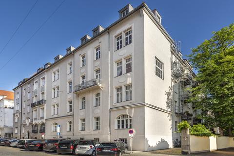 Hausansicht Herrschaftliche 5-Zimmer-Altbauwohnung mit Kamin und Südbalkon