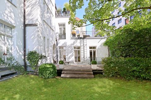 Garten mit Blick auf die Terrasse Herrschaftliche Maisonette-Wohnung mit Garten