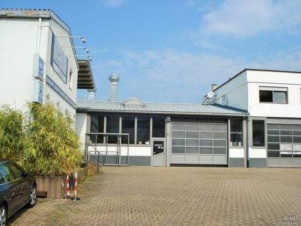 Halle 1 && 2 Gewerbeliegenschaft mit 5 Wohneinheiten