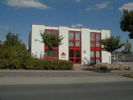 Ansicht West Bürogebäude Ideale Kombination aus Gewerbe und Wohnen