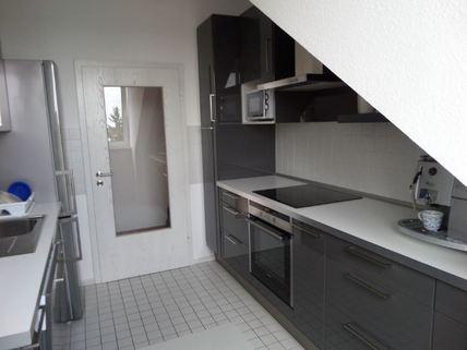Einbauküche - neu 3-Zimmer-DG-Wohnung mit Süd-Terrasse, neuer EBK, in München-Milbertshofen zum Selbstbezug