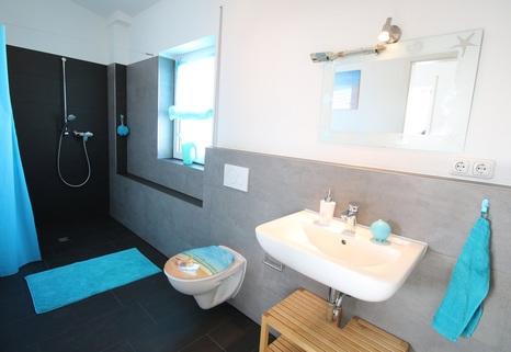 Separates Badezimmer im Dachgeschoss Neuwertige DHH mit sehr gutem Energiestandard
