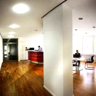 Büro Moderner Standard zum moderaten Preis