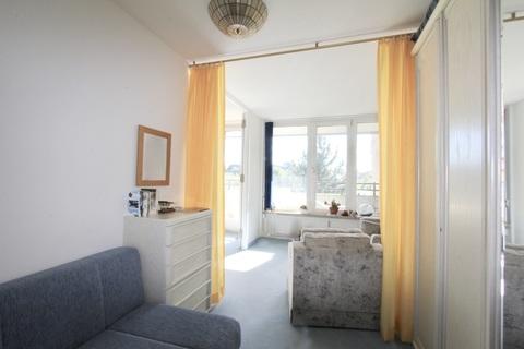 Schlafzimmer RESERVIERT !!! ERBBAURECHT: 2-Zimmer-Wohnung mit Balkon in ruhiger, zentraler Lage Haidhausen nahe Gasteig