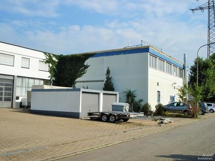 Garagen und Zufahrt in TG Gewerbeliegenschaft mit 5 Wohneinheiten
