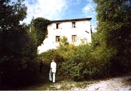 IP0371_mvc-001f.jpg Bauernhaus mit Waldgrundstueck, restaurierungsbeduerftig