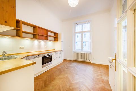 Küche Herrschaftliche 5-Zimmer-Altbauwohnung mit Kamin und Südbalkon
