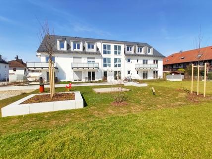 Spielplatz Erstbezug: Erdgeschosswohnung mit EBK, Hobbyraum und Garten! !
