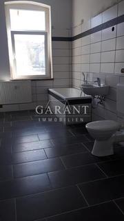 Neues Bad im 1. OG - Teil 1 Gepflegtes Mehrfamilienhaus mit 8 Wohneinheiten in zentraler Lage in Ölsnitz-/Vogtland !