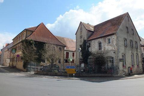 Straßenansicht Ehemalige Gaststätte mit Nebengebäude in Uehlfeld... Handwerker und Sanierer aufgespasst!
