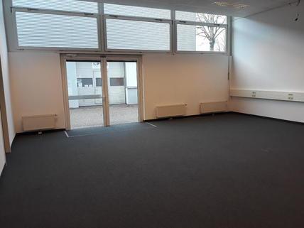 Büro/Schauraum mit Ausgang zu Hallenabteilen Ausstellungsfläche/Büro/Schauraum im BIZ Wels