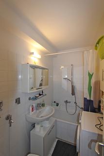 Bad mit Waschmaschinenanschluß Ideal geschnittene 3-Zimmer-Wohnung in ruhiger, grüner Lage nahe Lerchenauer See