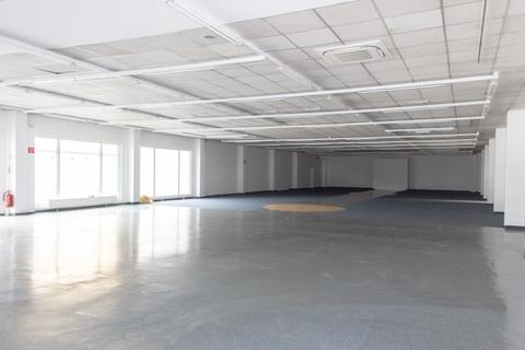 IMG_ExYello_cmyk_20180410_03 (Large) Verkaufs- und Ausstellungsflächen in Schwaz