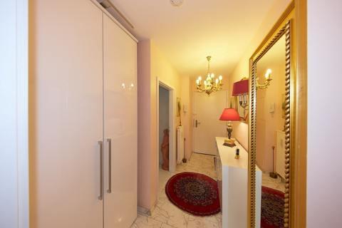einladender Flur Barrierefreie, sonnige 2-Zimmer-Wohnung mit Gartenanteil in Röthenbach b. Schweinau