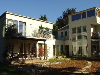 Rückseite Robu6 München Harlaching - Traumwohnung mit Dachterrasse und Garten
