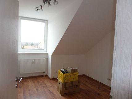Ki-Zimmer/Büro 3-Zimmer-DG-Wohnung mit Süd-Terrasse, neuer EBK, in München-Milbertshofen zum Selbstbezug
