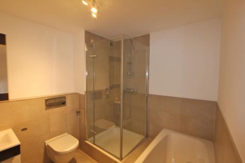 Bad mit Badewanne und Dusche Für Terrassenliebhaber, schöne 2-Zimmer-Wohnung mit 2 großzügigenTerrassen, Bestlage Menterschwaige