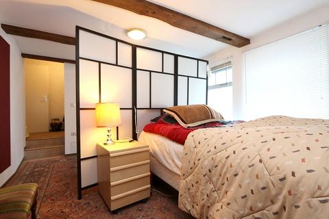 Schlafbereich der Gästewohnung Kapitalanleger aufgepasst! Lukratives Wohn- und Geschäftshaus  im Zentrum der Warbelstadt Gnoien!
