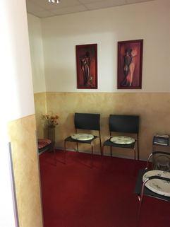 Wartebereich Voll ausgelastete Praxis/Physiotherapie in Mü-Schwabing