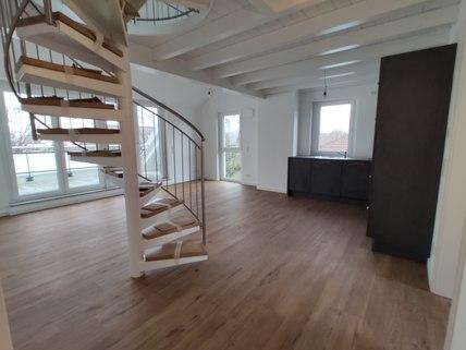 Wohnraum Erstbezug: Dachterrassenwohnung mit Galerie und exkl. Marken-Einbauküche!
