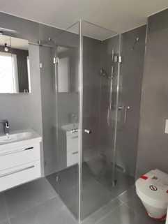 Bad mit bodengleicher Dusche Erstbezug: Dachterrassenwohnung mit Galerie und exkl. Marken-Einbauküche!