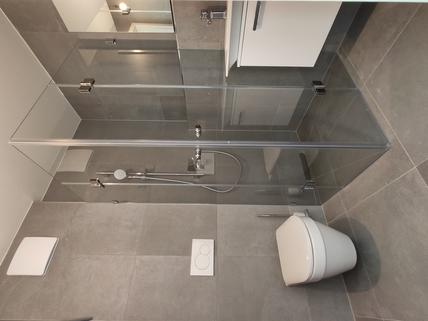 Duschbad Erstbezug: 1,5-Zi-Wohnung 1. OG, Balkon + Marken-Einbauküche!